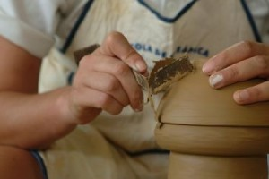 Learn at the ceramic school in La Bisbal
