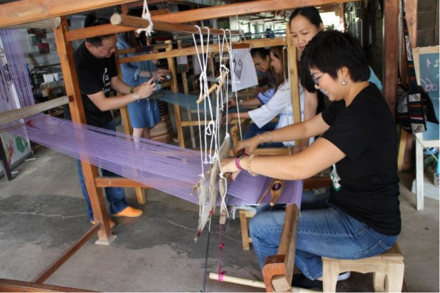 Traditionnal Weaving in Thailand