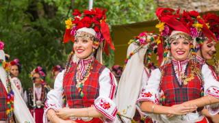 bisTRADITIONAL BULGARIAN DANCING