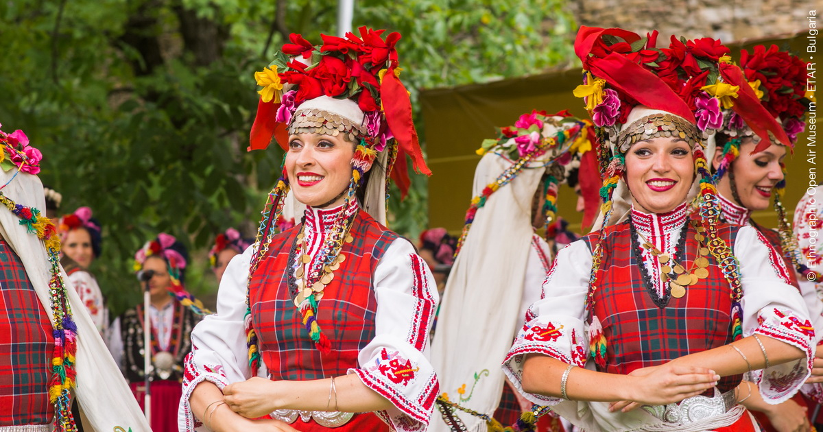 bisTRADITIONAL BULGARIAN DANCING