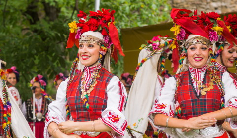 Traditional bulgarian dances and musics workshop in Gabrovo