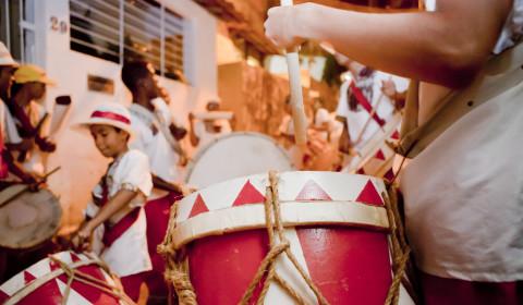 Muito-Brilho-e-Tambores_1-Crédito-Flavio-Costa-Maracatu-Encanto-da-Alegria3-480x280